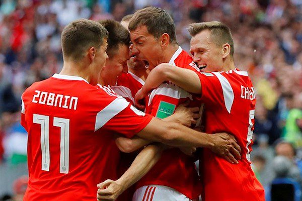 A început Cupa Mondială. Rusia demolează Arabia Saudită, administrându-i un 5-0