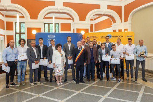 U Cluj a fost premiată de autoritățile locale. Șapte tineri jucători au semnat cu ˝șepcile roșii˝