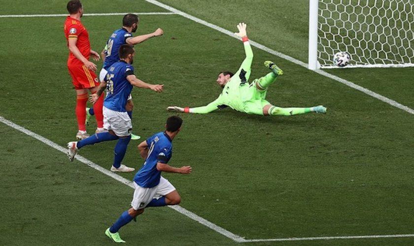 """Grupa A: Italia – Ţara Galilor 1-0. """"Squadra azzurra"""" a terminat cu trei victorii, șapte goluri marcate și niciun primit."""